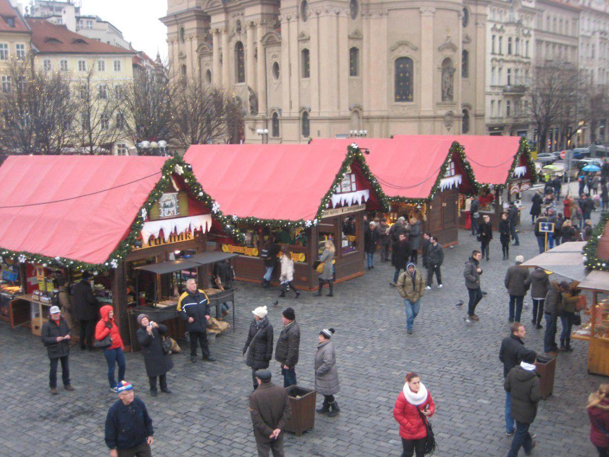 Kalėdiniai nameliai Prahos senamiestyje