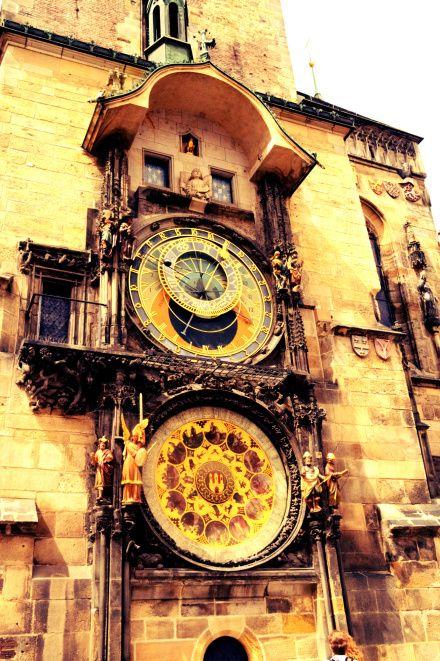 Astronominis laikrodis veikiantis daugiau nei 700 metų, o kas valandą jame šoka figūrėlės