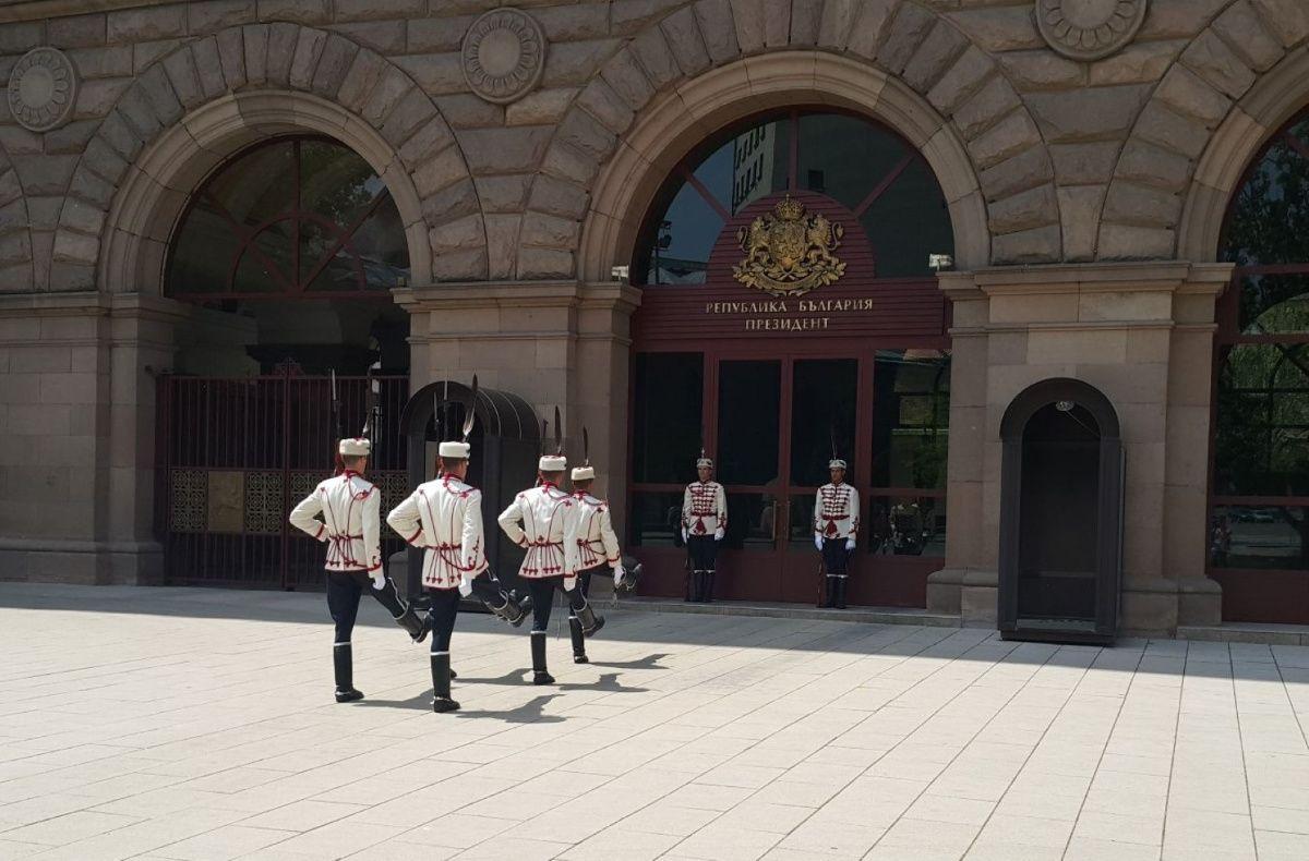 Prezidentūroje keičiasi garbės sargyba