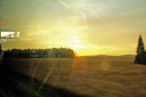 Rytinė saulė pro autobuso langą