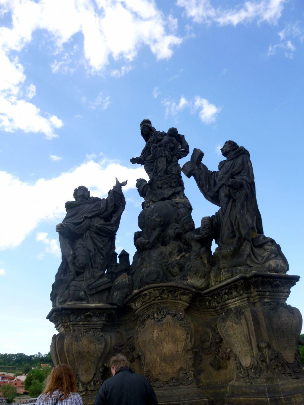 Karolio tilto statulos