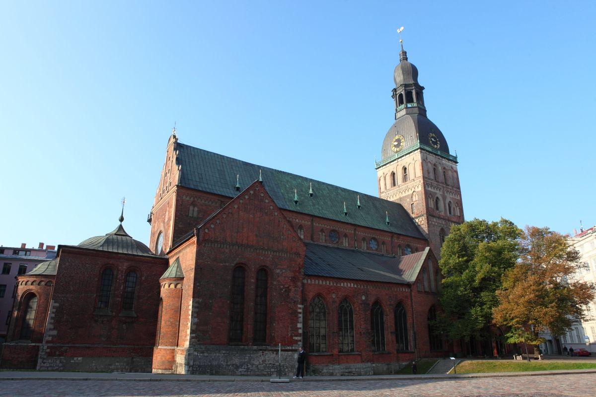 Latvijos arkivyskupo katedra ir Katedros parapijos bažnyčia