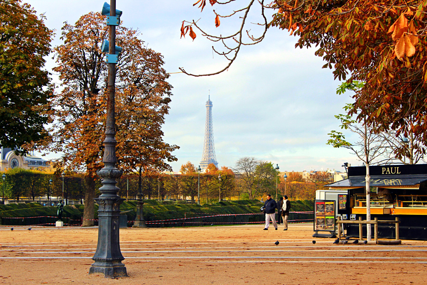 Luvras (pranc. Palais du Louvre)