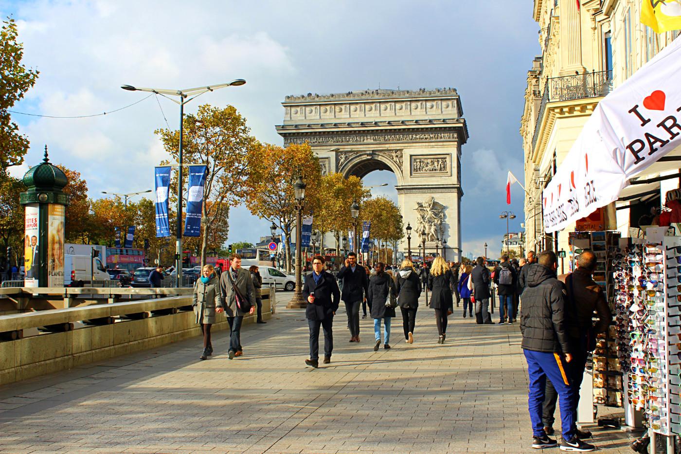 Eliziejaus laukai (pranc. Champs-Élysées)